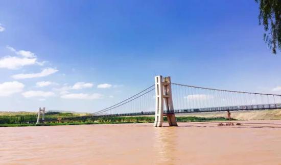 中国首座黄河3D玻璃桥亮相宁夏