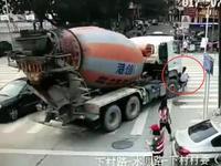 深圳24岁女子骑电动车 无辜被右转货车碾压身亡