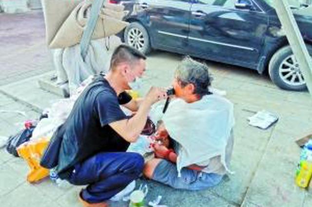 香港富商沦落为东莞街头流浪汉 流浪11年终回家