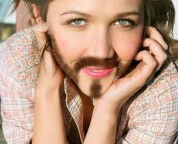 女子熬夜竟长出胡子
