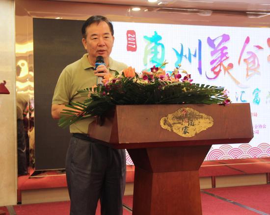 惠州市旅游局田佑良副局长宣布2017惠州美食节正式开幕