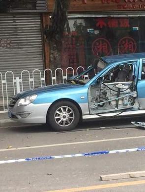 出租车天然气瓶泄露引发爆炸