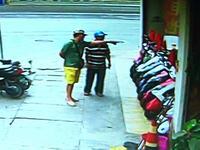 女子约男网友陪买摩托车 男子试驾时一溜烟骑跑了