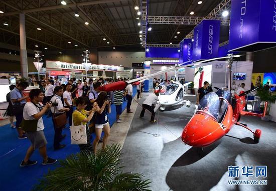 8月24日拍摄的2017中国国际通用航空大会现场。 新华社记者 邵瑞 摄