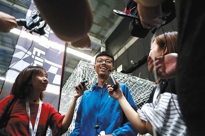 8月24日,李坤煌在无人机竞速预赛中打破全国纪录。