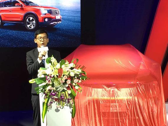 广汽传祺华南大区巡回经理张成先生为双车上市致辞