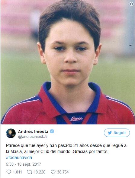 西班牙当地时间9月17日,伊涅斯塔在社交媒体上晒出了他的童年旧