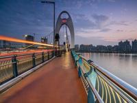 新广州大桥今日开通双向10车道 人行道装宫廷灯