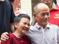 8旬阿婆被拐走73年寻回弟弟 称:有生之年了却心事
