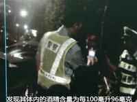 深圳一司机酒驾遇交警查车 逆行穿插欲逃逸堪比大片