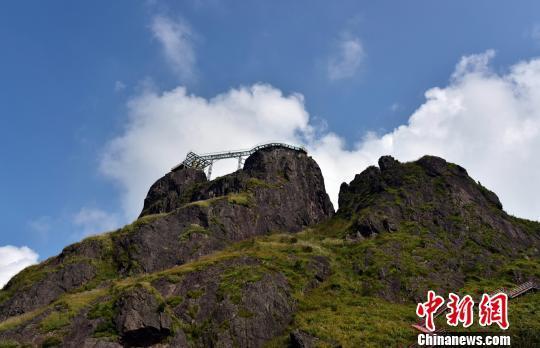 广东清远连山金子山的玻璃廊桥 曾令华 摄