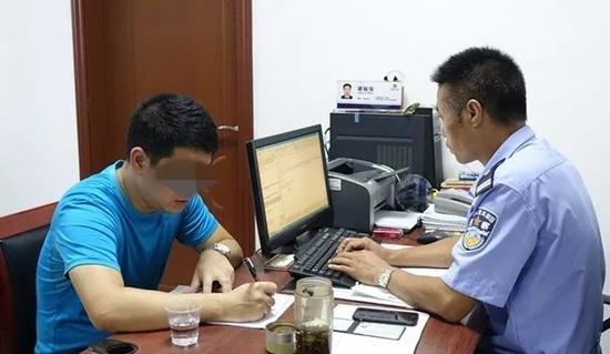 据初步调查,这辆粤CN××55的出租车属于柏宁公司,事件还在调查中。