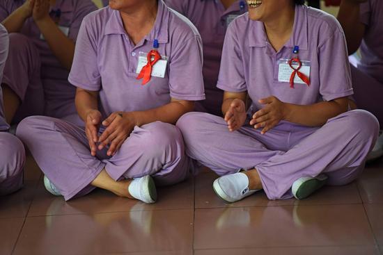 参加娱乐活动的艾滋病戒毒人员。