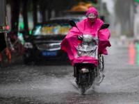 """台风""""卡努""""袭击香港 已致22名市民受伤(图)"""