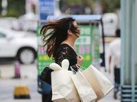 台风卡努来袭 东莞测得最大10级阵风车都被吹翻