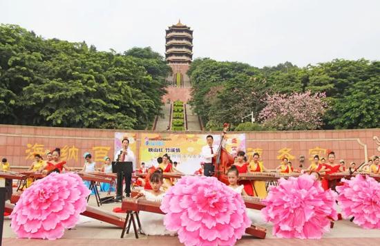 百人古筝表演秀在福神岗公园举行