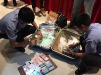 50名老总广州一温泉酒店聚会被抓 1人带200张信用卡