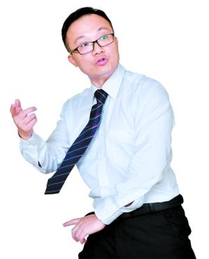 潘锦文一边练拳一边解释和物理的关系。