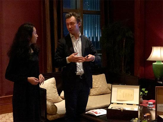巴氏格布尔森第四代传人Herve先生(右一)介绍品牌发展