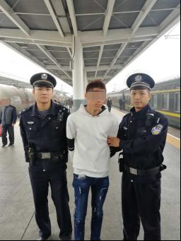 男子火车上遇乘警盘问 报女性名经查竟是逃犯