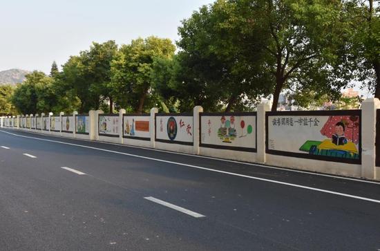 汕头潮阳区手绘文化墙展文明风貌 成为辖区风景线