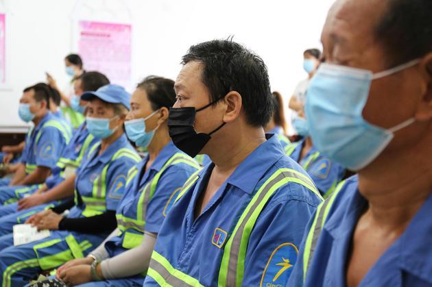 近50位高温工作者参与了捐赠仪式