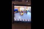 幼儿被拖至监控盲区殴打