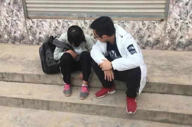 民警在甘肃深山村庄里找到失联女孩