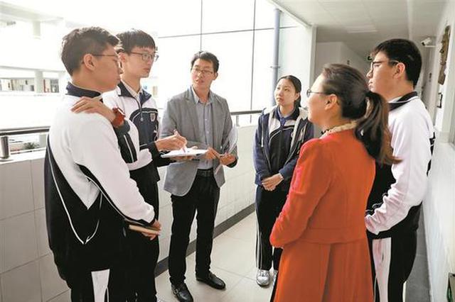 """提案加强国防教育 深圳中学生""""好声音""""被带上全国两会"""