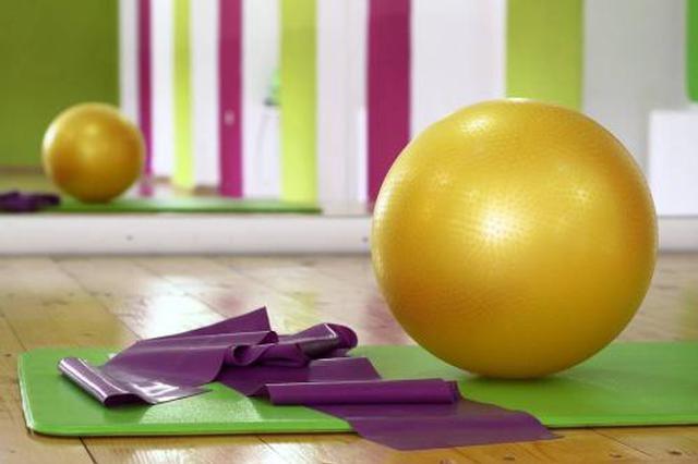 女童在儿童体验区试玩瑜伽球被弹飞 商场:已加强防护