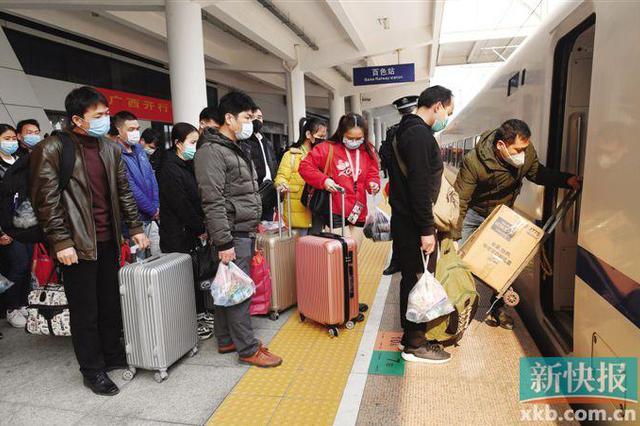 广西首趟定制复工专列抵粤 逾1200人将上岗