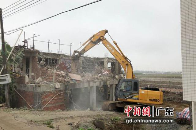 广州南沙加强拆违行动 拆除9栋在建违法建设