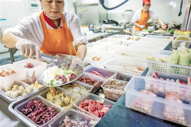 广东高校学生用餐存浪费问题 味道差和分量多是主因
