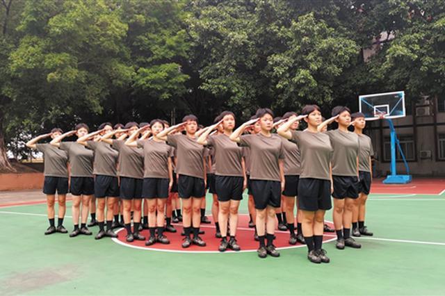 """新时代""""花木兰""""为梦从军 广州92名女兵奔赴军营"""