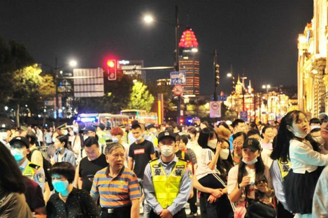 广东国庆假期高速公路返程错峰 车流集中在大湾区路段