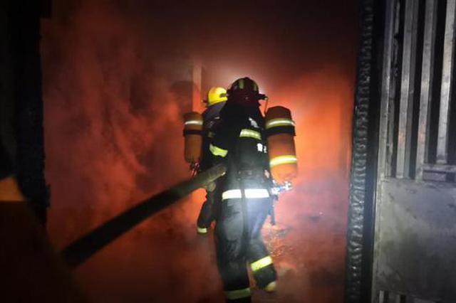 广东肇庆史上最快消防出警 20秒出动救援起火垃圾