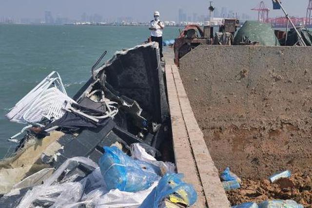 深圳海域一涉嫌走私大马力快艇撞上货轮 1人受伤