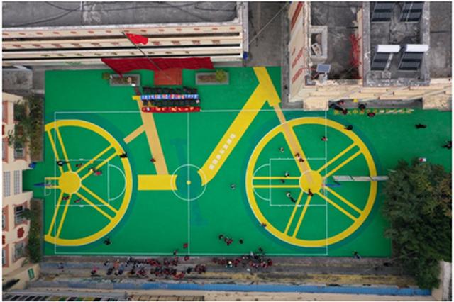 美团单车轮胎变球场 落地阿坝开启山村孩子的环保畅想