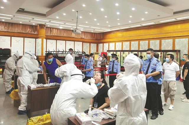 广州各大医院:核酸检测量大增 先预约再检测