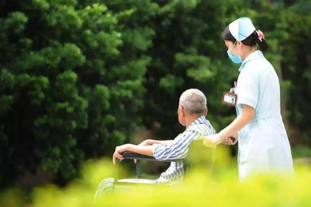 广州多家养老机构恢复封闭管理 暂停家属探视
