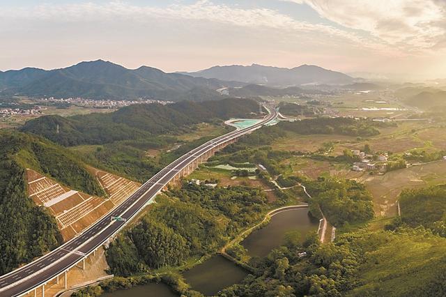 廣東超級工程構筑國際一流通途 瞄準新發展格局