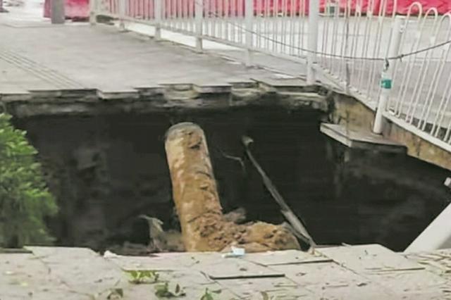 因排水管道破裂冲刷 南沙区一路面塌陷