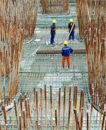 广东:湛江调顺跨海大桥步入主塔施工