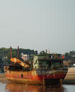 开渔期将至 湛江遂溪江洪码头渔船整装待发