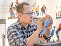 东莞美术老师带学生玩泥巴 首创骨架彩塑已申报专利