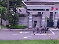 香港男子擅闯解放军驻澳门部队 被战士飞身擒拿(图)