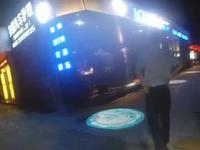 尴尬!深圳男子开车被查 做的动作让交警哭笑不得