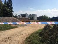 广东一拖拉机撞倒中学围墙致1死6伤 正举行校运会