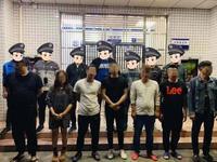 深圳8男女不停灌酒情绪亢奋 警察一句话让他们慌了神