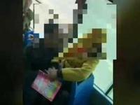 中年男子公交上抚摸搂抱小女孩 女孩:我们是朋友